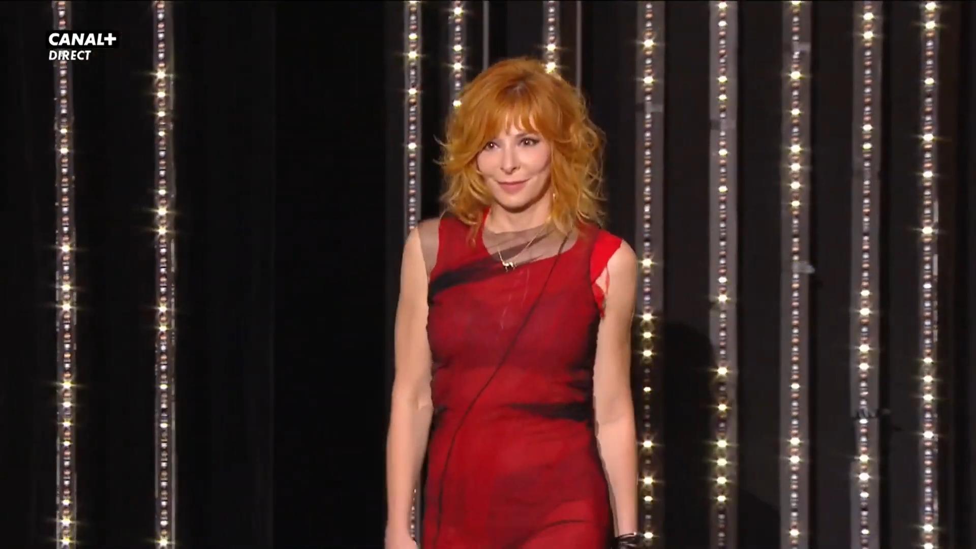 Présentation et entrée de Mylène Farmer dans la salle du Festival de Cannes